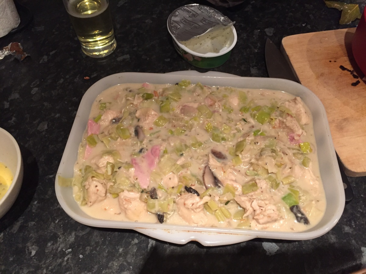 Creamy chicken, leek and ham pie
